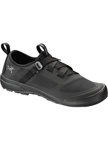 Arakys Approach Shoe Women's Arc'teryx technologies come together in an innovative, ultralight shoe to approach single pitch crag climbs and bouldering terrain, and transitions to everyday use.