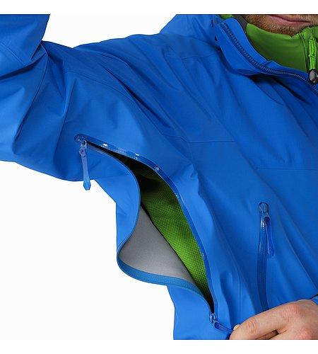 ベータ SL ハイブリッド ジャケット メンズ 2つのゴアテックス®繊維の組み合わせによる軽量で収納も簡単なウェザープロテクション。ベータ シリーズ: オールラウンドな山岳ウェア | SL: 超軽量。