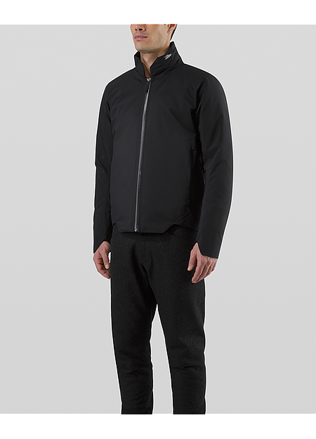 Lightly insulated 3-layer GORE-TEX® C-KNIT™ jacket with a tailored fit and concealed features.