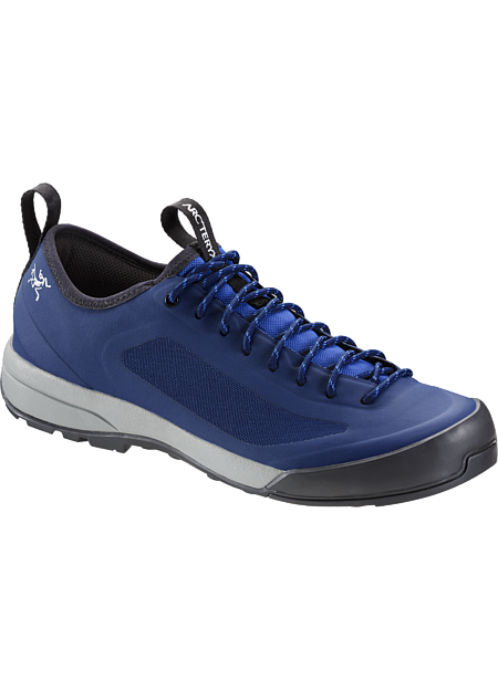 Intelligent design and advanced technologies come together in an exceptionally light, durable and comfortable shoe for technical approaches, day hikes and everyday wear. SL: Super light.