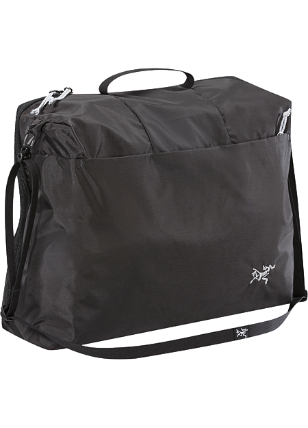Single compartment bag/organizer with removable shoulder strap; to be used inside luggage or alone as a carry-on.