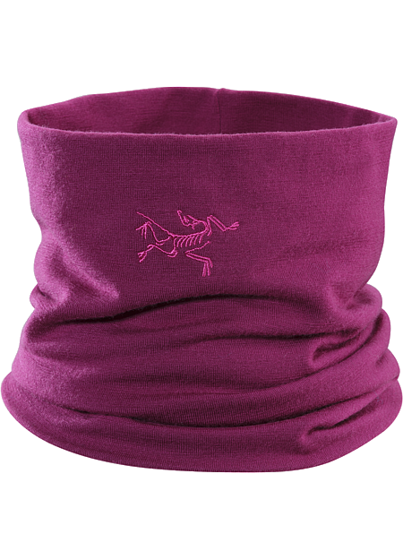 Lightweight Wool/Elastane mix neck gaiter keeps the snow out and the warm in. This merino wool/spandex neck gaiter keeps out snow and traps in body heat.