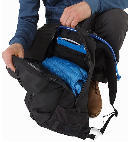Arro 22 Backpack Black Open View