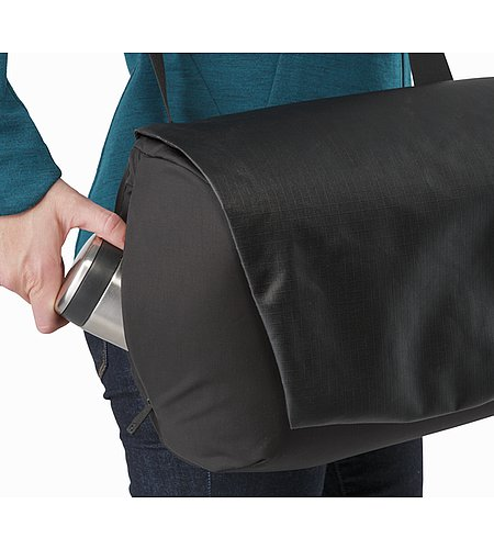 Fyx 9 Messenger Bag Black Side Pocket